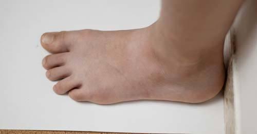 feet-on-paper-flat