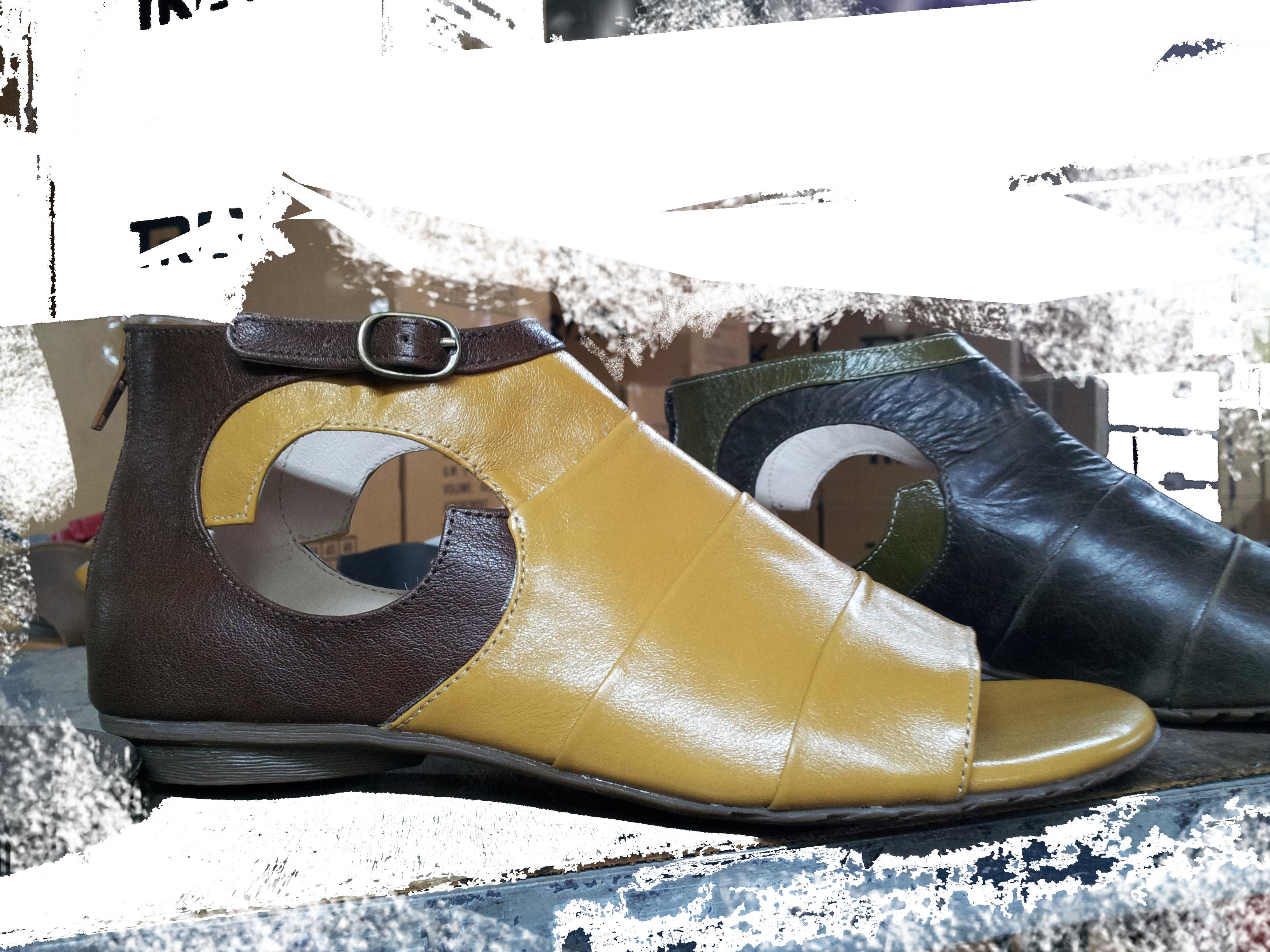 Sandals straps with seam