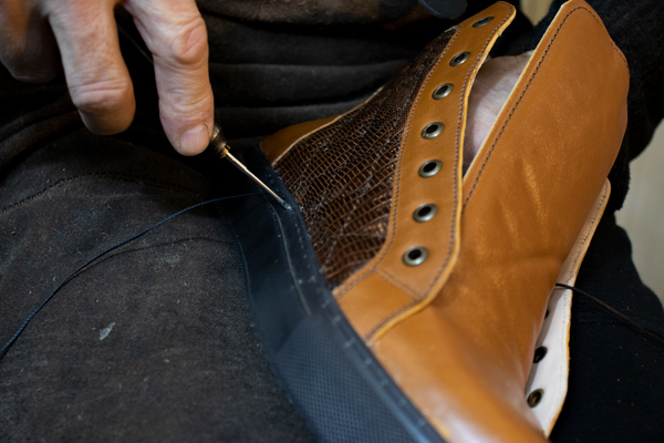 sewing vans shoe sole to sneakers uppers